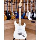 Fender Mexico Standard Stratocaster Maple Neck Arctic White 2011