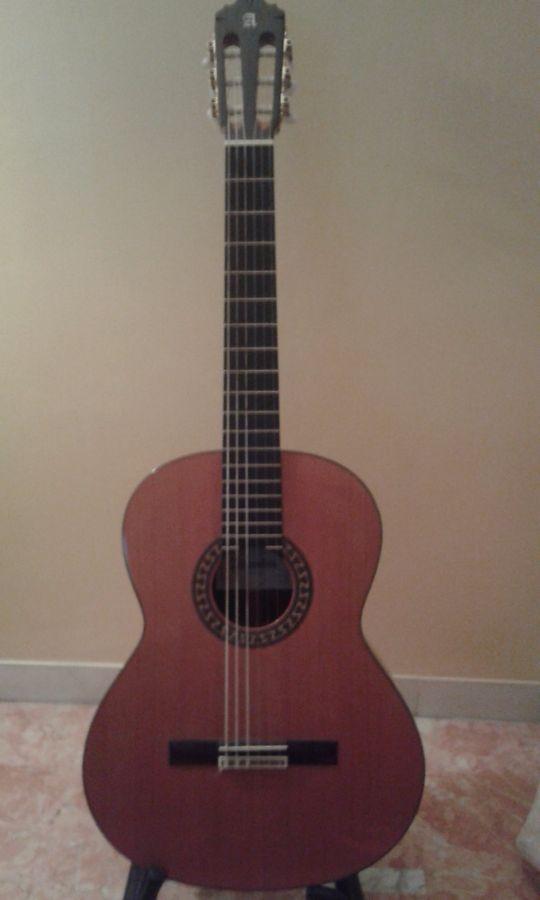 vendo chitarra classica alhambra 5p