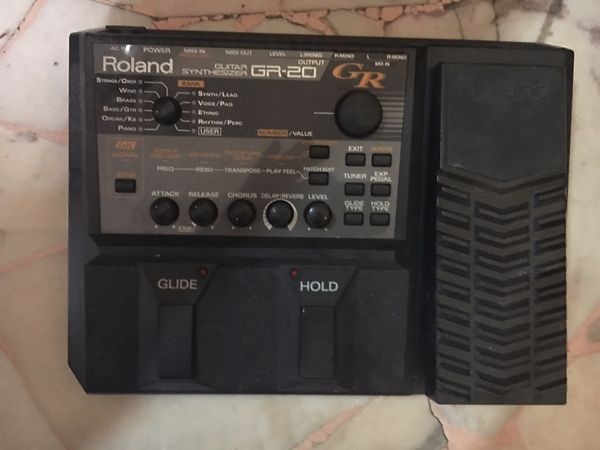 Roland GR-20 Guitar Synthesizer con n.2 GK-3 pickup