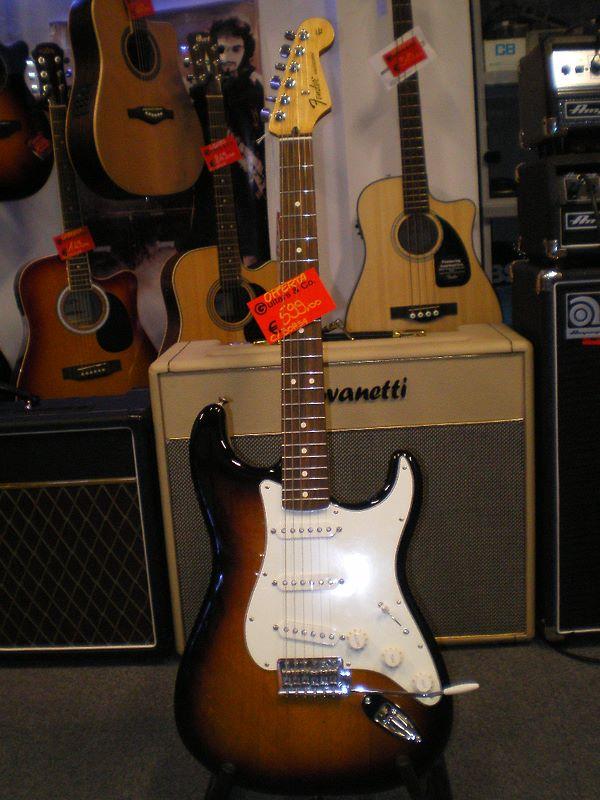 Fender Standard Stratocaster - spedizione inclusa