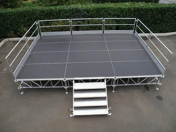 Palco modulare in alluminio completo europoint prezzo al for Prezzo mq serramenti alluminio