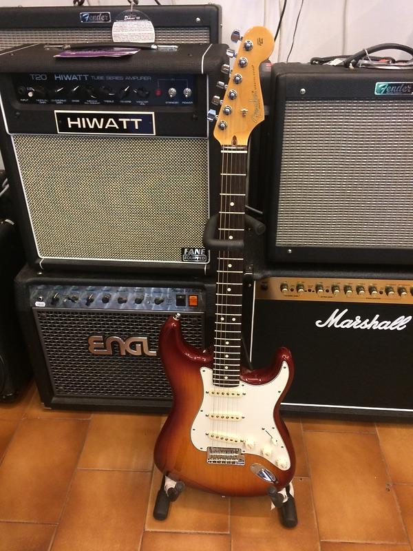 Fender stratocaster american siena sunburst pari al nuovo