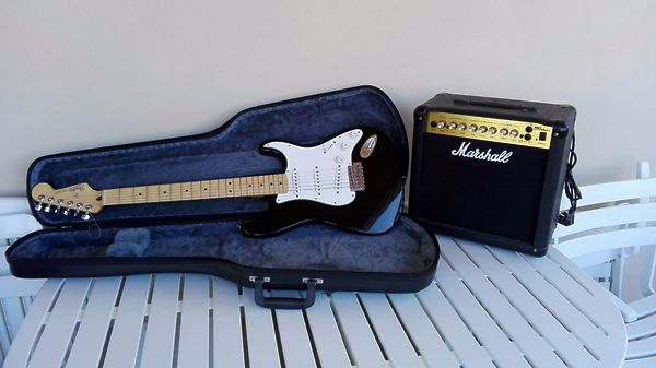 FENDER STANDARD STRATOCASTER® MEXICO + Amplificatore MARSHALL MG15 DFX (15W)