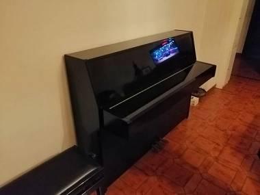 Yamaha c laccato nero con sgabello e certificato strumento