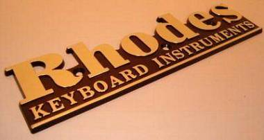Fender Rhodes scritte e loghi