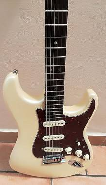 Fender  Stratocaster American Deluxe White Pearl (suhr, ibanez, charvel)