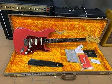 Fender Stratocaster Custom Shop '60 relic Fiesta Red Pari al nuovo anno 2017