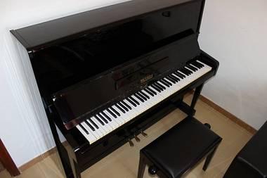 PIANOFORTE PETROF 126 • PIANOFORTE VERTICALE A MURO ...