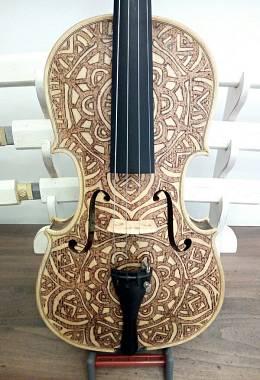 Violino 4/4 Ishtar - opera di pirografia artistica