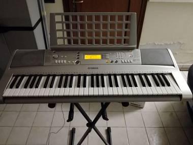 Yamaha PSR E-303