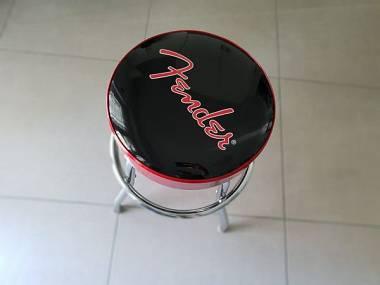 Fender logo #5755937 su mercatino musicale in sgabelli e panche