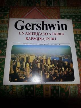 """UN VINILE COME NUOVO,RARO,COMPLETO,33 GIRI:GEORGE GERSHWIN""""UN AMERICANO A PARIGI"""