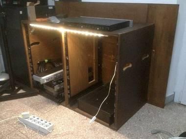 Rack 15u doppio in legno con illuminazione led #5549445 su