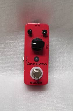 Mooer Ana Echo Delay Analogico