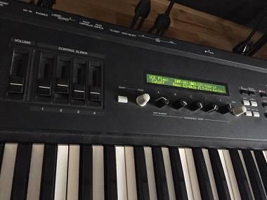 YAMAHA S30 - #5998846 - su Mercatino Musicale in Synth a Tastiera
