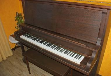 Vendo pianoforte verticale marca Leach Piano co.