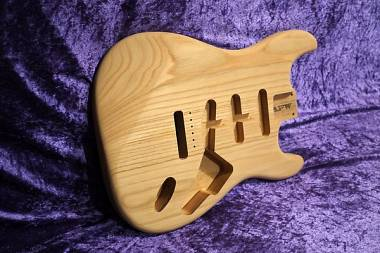 BODY STRATOCASTER STYLE USA SWAMP ASH AAAAA QUALITY CORPO STRATOCASTER