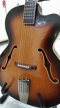 Chitarra semiacustica antica