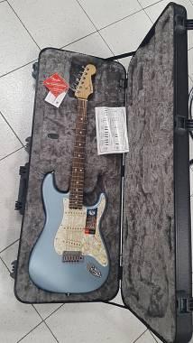 Novità 2019 - Fender American Elite Strat EB Satin IBM