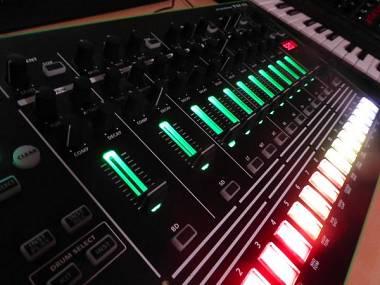 Roland TR8 con espansione 7X7 suoni 707 808 909 606 727 626
