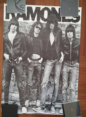 3 Poster RAMONES DEAD KENNEDYS ACDC