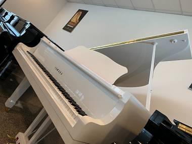 PIANOFORTE YAMAHA C3 BIANCO-PIANOFORTE A CODA YAMAHA C3-BIANCO LACCATO