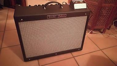 Fender Hot Rod Deluxe 40W Valvolare + Footswitch e Cover