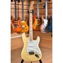 Fender Player Series Stratocaster Maple Fingerboard Buttercream