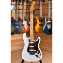 Fender American ULTRA Stratocaster HSS Maple Neck Arctic Pearl