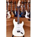Squier (by Fender) Bullet Stratocaster Rosewood Arctic White