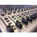 Behringer UB2442 FX PRo mixer analogico con effetti 4 aux 8 gruppi