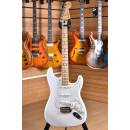 Fender Player Series Stratocaster Maple Fingerboard Polar White