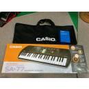 CASIO SA-77 Tastiera con 44 Minitasti con Alimentatore e Borsa Casio