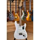 Fender Player Series Stratocaster Pau Ferro Fingerboard Polar White