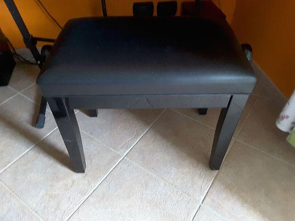 Panca per pianoforte nera similpelle regolabile usata sgabello