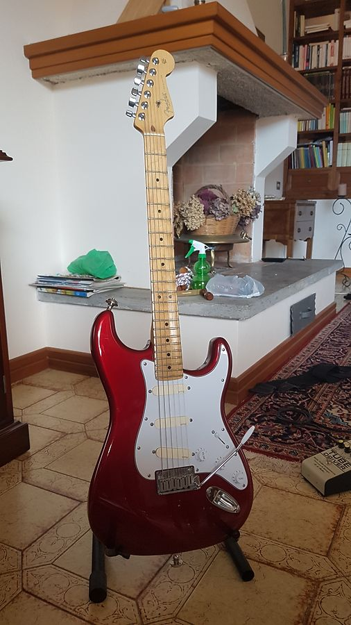 FENDER STRATOCASTER CANDY APPLE RED - GILMOUR RED STRAT WITH